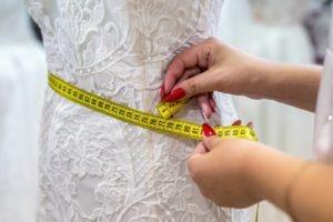 mierzenie sukni slubnej 300x200 - Blog